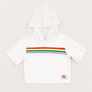 Blusa teen em moletinho com capuz em tela aplique frontal em arco iris OFF WHITE