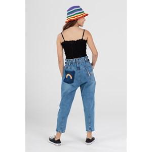 """Calça slouchy jeans teen com bordado """"LOVE"""" e arco iris AZUL JEANS"""