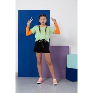 Short teen feminino em sarja com cordao e fecho em botao de pressao Preto